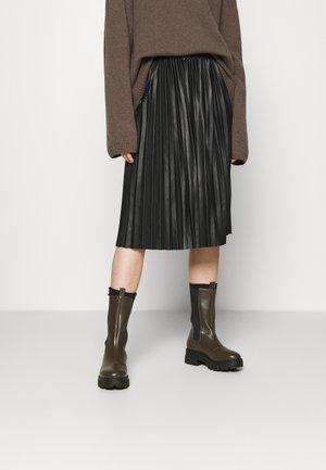 NMHILL - Pleated skirt - black