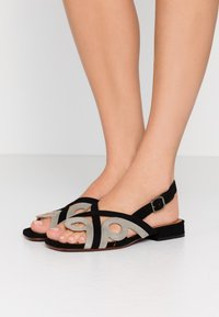 Chie Mihara - TABATA - Sandals - cement - 0