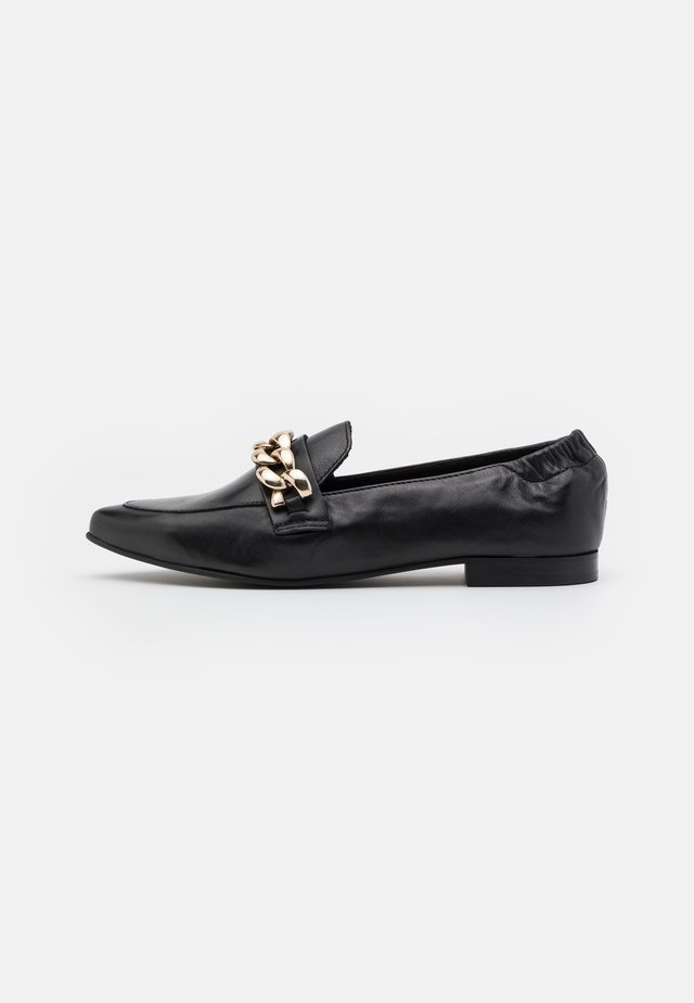 BIATRACEY CHAIN LOAFER - Instappers - black