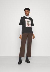 Monki - TOVI TEE - Print T-shirt - black - 1