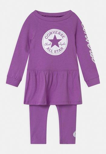 SCRIPT LOGO SET - Leggings - bright violet