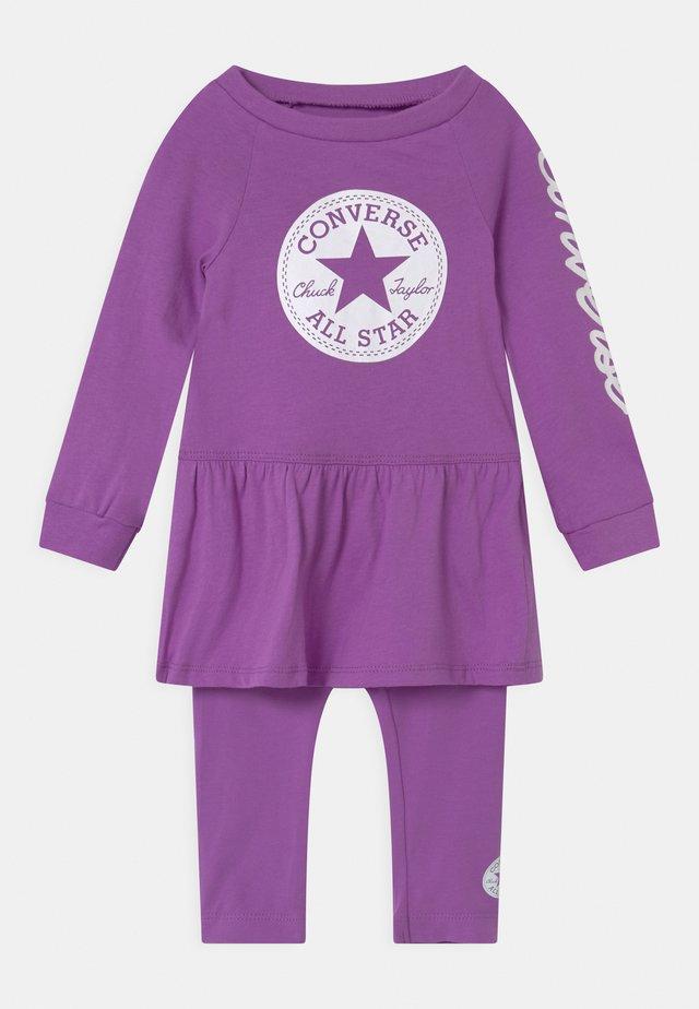 SCRIPT LOGO SET - Leggings - Trousers - bright violet