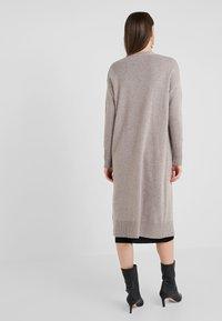 pure cashmere - LONG CARDIGAN - Strikjakke /Cardigans - beige - 2