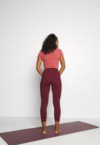 Cotton On Body - POCKET 7/8 - Medias - mulberry - 2