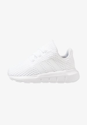SWIFT RUN - Zapatos de bebé - footwear white