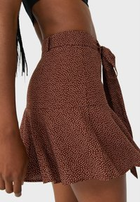 Stradivarius - FLIESSENDER PRINT - A-line skirt - brown - 3