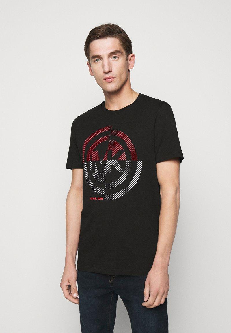 Michael Kors - TARGET TEE - T-shirt z nadrukiem - black