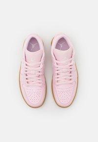 Jordan - AIR 1 - Trainers - arctic pink/white/light brown - 5