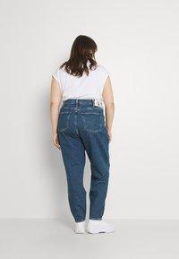 Calvin Klein Jeans Plus - MOM - Relaxed fit jeans - denim medium - 2