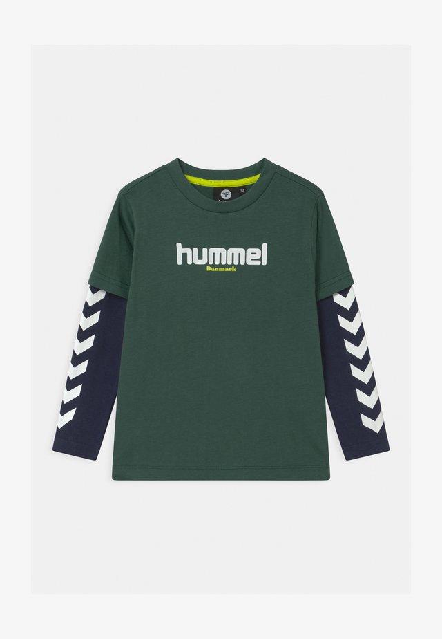 HIKARO UNISEX - Long sleeved top - mallard green