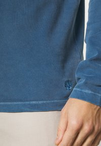 Marc O'Polo - LONG SLEEVE FLATLOCK DETAILS - Polo shirt - deep dive - 3