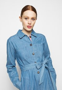 Barbour - TYNEMOUTH DRESS - Sukienka jeansowa - authentic wash - 3