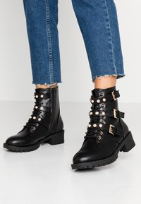 Bianco Wide Fit - WIDE FIT BIAPEARL BIKER BOOT - Cowboy/biker ankle boot - black - 0