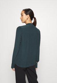 Vero Moda - JAPANISCHER - Button-down blouse - ponderosa pine - 2