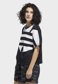 adidas Originals - LARGE LOGO T-SHIRT - Print T-shirt - black - 2