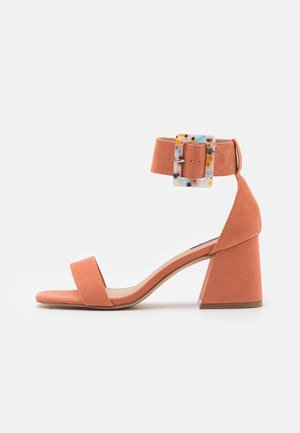 ONLHULA LIFE BUCKLE HEELED  - Sandaalit nilkkaremmillä - pink