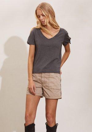 KALEI - Print T-shirt - asphalt