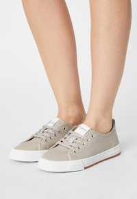 Esprit - SIMONA - Sneakers laag - light grey - 0