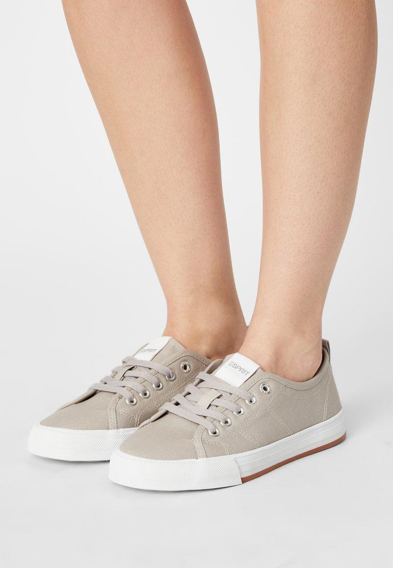 Esprit - SIMONA - Sneakers laag - light grey