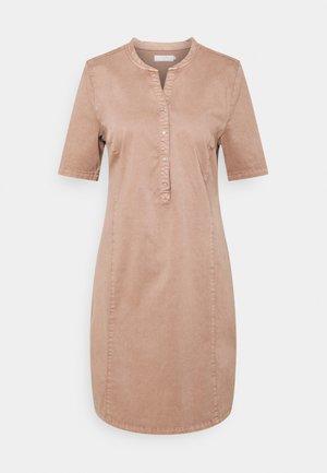DAFINE DRESS - Sukienka koszulowa - cognac