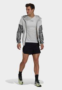 adidas Performance - TERREX AGRAVIC PRO TRAIL - Chaqueta de entrenamiento - white - 1