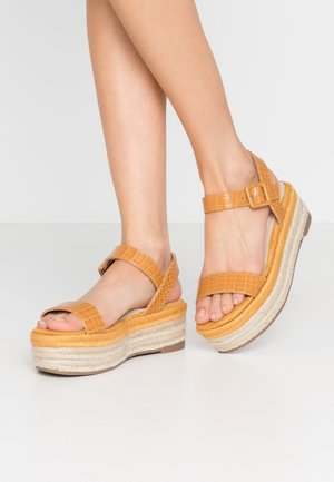Loafers - drile mostaza