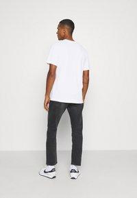 Nike Sportswear - TEE - Camiseta estampada - white - 2