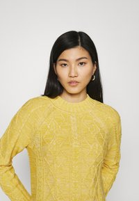 GAP - CABLE CREW - Jumper - misted yellow - 3