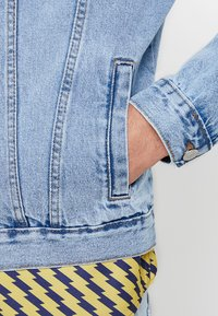 New Look - TRANS BASIC  - Denim jacket - light blue - 6