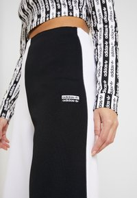 adidas Originals - PANT - Träningsbyxor - black/white - 4