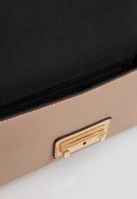 Dorothy Perkins - PUSHLOCK MIX  - Clutch - rose - 4