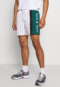 Karl Kani - RETRO BLOCK PINSTRIPE - Shorts - white - 0