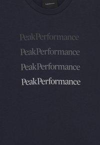 Peak Performance - GROUND TEE UNISEX - T-shirt z nadrukiem - blue shadow - 2
