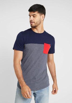 JCOSECT TEE CREW NECK - Print T-shirt - maritime blue
