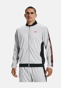 Under Armour - TRICOT FASHION JACKET-BLK - Zip-up sweatshirt - grey - 0