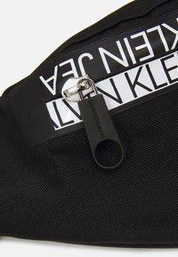 Calvin Klein Jeans - WAISTBAG MIRROR UNISEX - Bum bag - black - 4