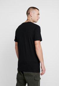 Mister Tee - WALK IT TEE - Print T-shirt - black - 2