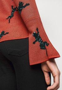 Diane von Furstenberg - BEVERLY SWEATER - Neule - red/black - 5