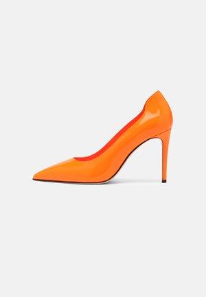 PATENT - Classic heels - orange fluro