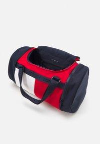 Tommy Hilfiger - CORPORATE CONV BACKPACK DUFFLE UNISEX - Sports bag - dark blue - 2