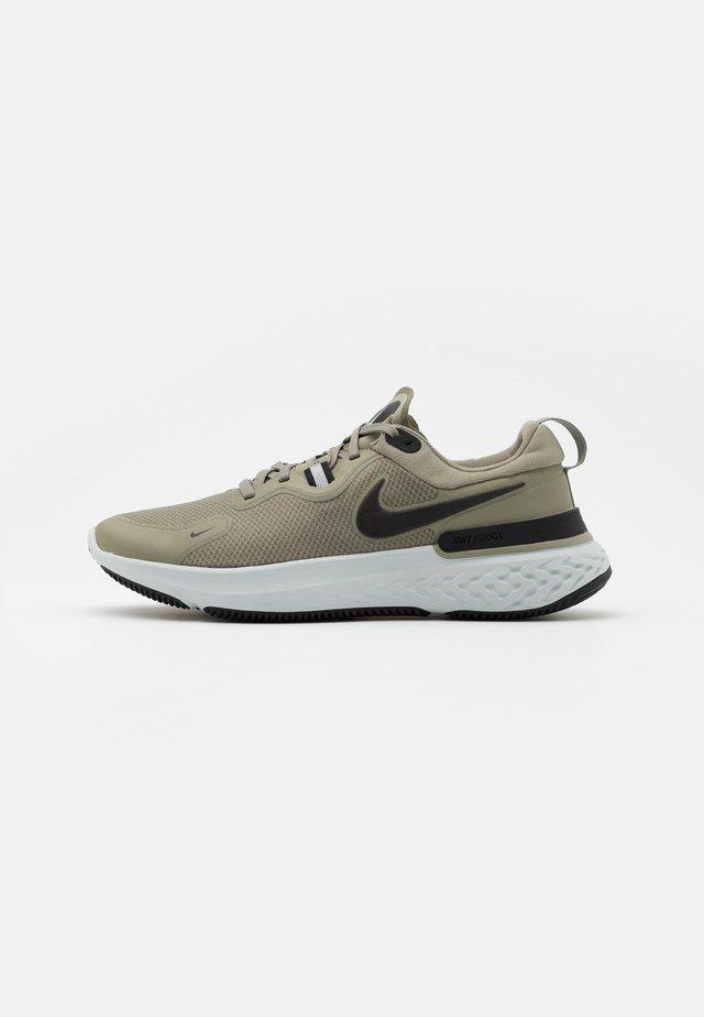 REACT MILER - Chaussures de running neutres - light army/black/photon dust