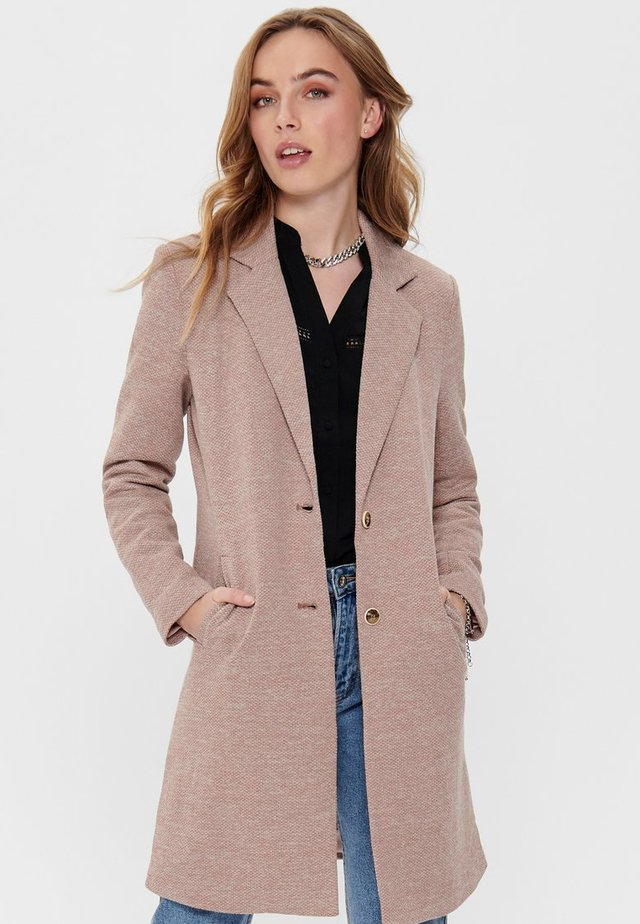 ONLCARRIE - Halflange jas - brown