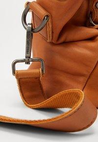 FREDsBRUDER - CHIRPY - Handbag - light camel - 4