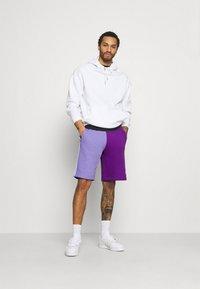 adidas Originals - BLOCKED UNISEX - Short - active pur - 1