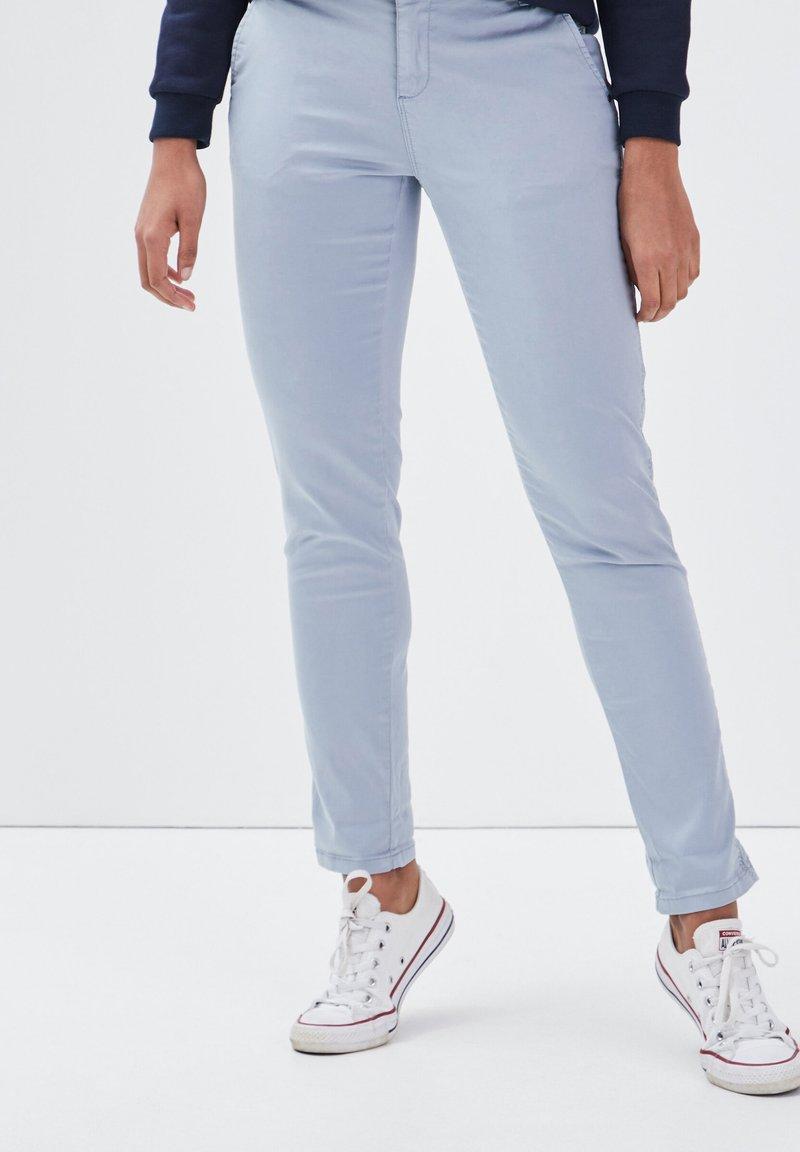 BONOBO Jeans - Pantalones chinos - bleu clair