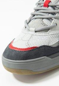 Vans - VARIX WC - Trainers - drizzle/frost gray/asphalt - 5