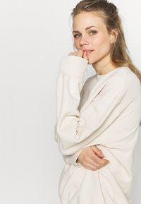 ARKET - Sweatshirt - white dusty - 3
