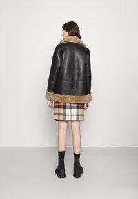 STUDIO ID - OLIVIA CONTRAST FRONT JACKET - Winter jacket - black/cream - 2
