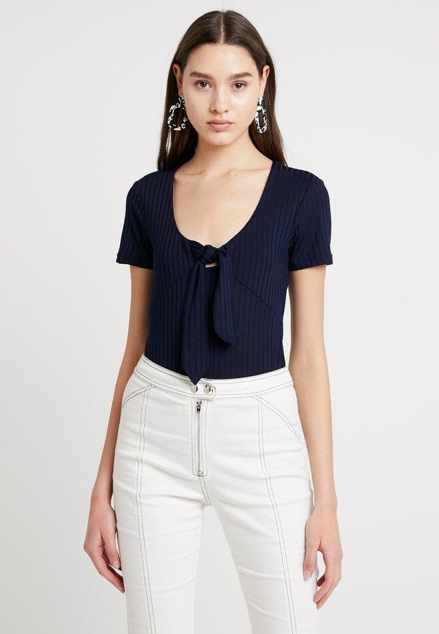 ODEON - T-shirt z nadrukiem - blue