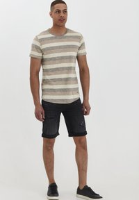 Solid - RUNDHALSSHIRT THICCO - Print T-shirt - dusty olive - 1